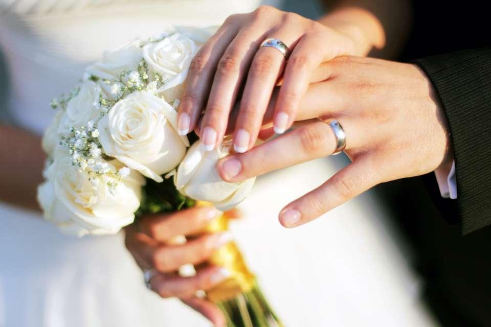 Brautstrauss zur Hochzeit Foto: © glogoski / Fotolia.com