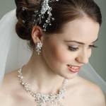 Haarschmuck der Braut - www.berliner-heiraten.de Bild: © Pandorabox - Fotolia.com