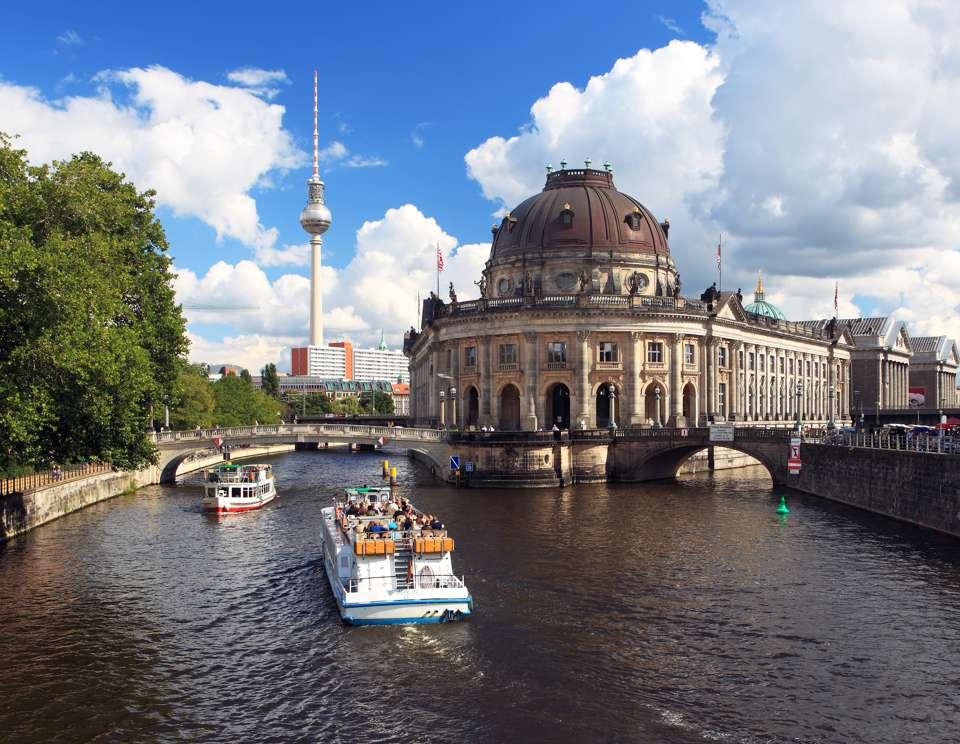 Eine Trauung auf dem Schiff in Berlin Foto: © photowahn - Fotolia.com