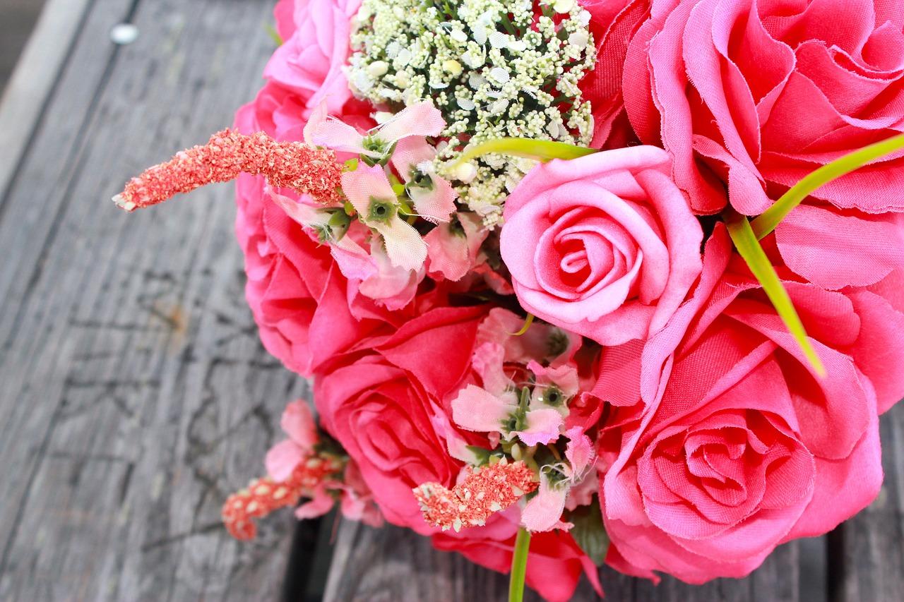 Präsent für die Braut: Blumen-Abo zur Hochzeit schenken