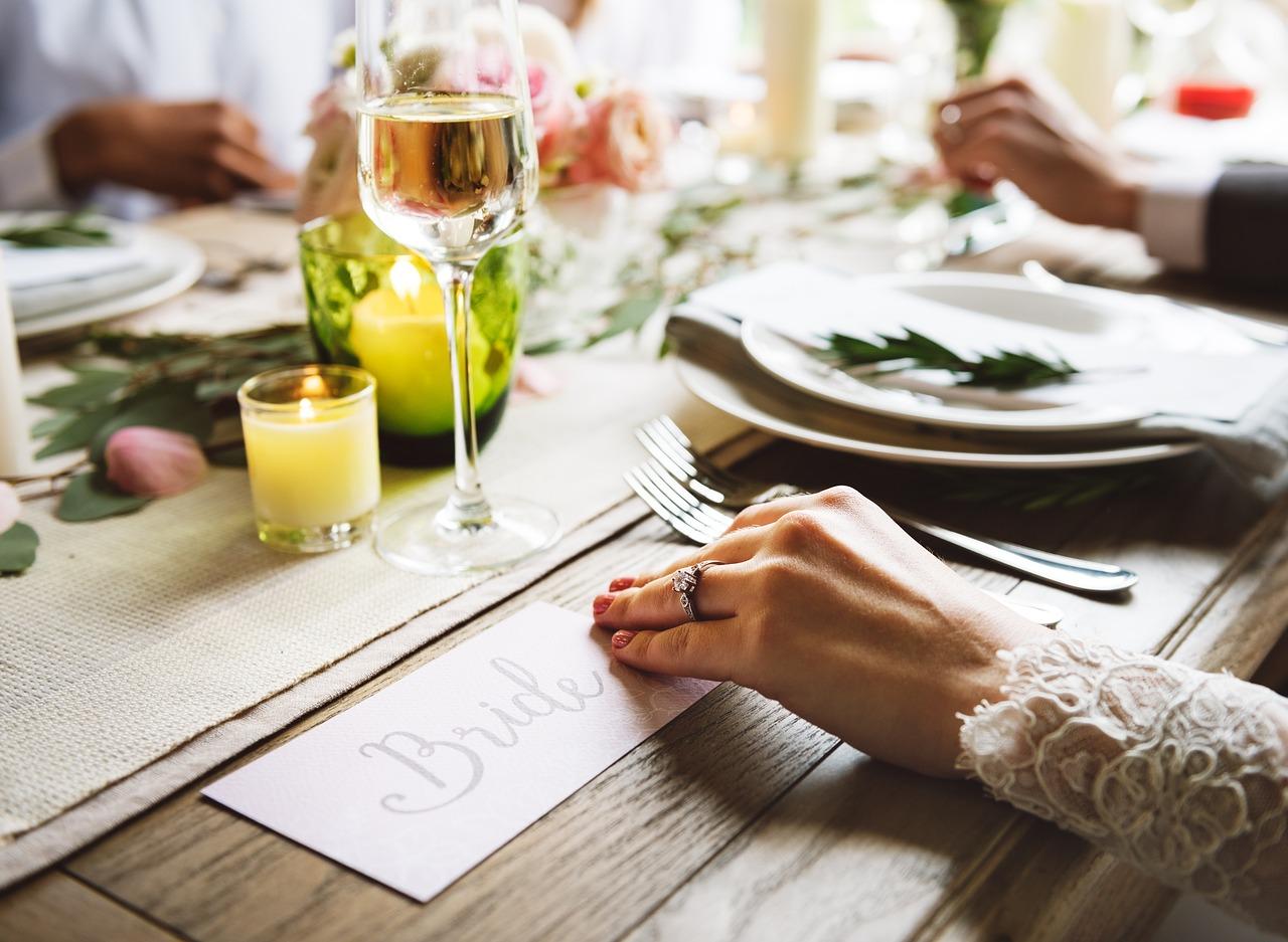So finden Sie den richtigen Hochzeitsspruch für Ihre Einladung